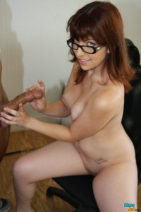 Alice White gets ready to give a handjob
