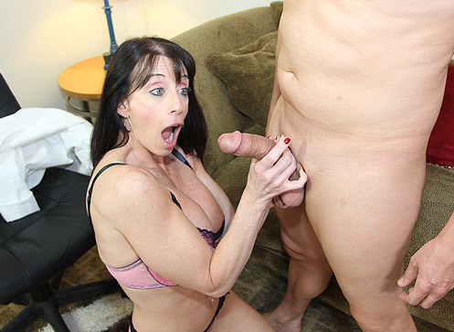 Bibette Blanche sucks the dick of a younger man