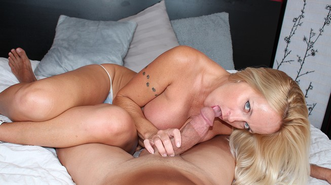 Danii gears up to g et this thick cock into her warm wet mouth