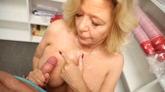 over40 mom plays in the hot cum all over her 44e titties