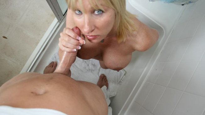 clubtug keri lynn jerks off the pool boy in the shower