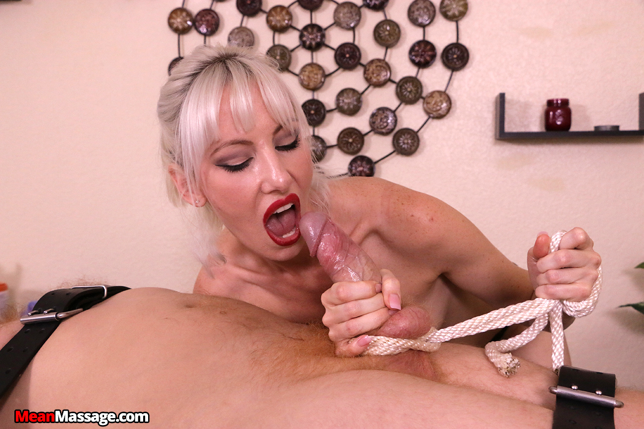 image Skinny milf gives her shaved pussy a treat