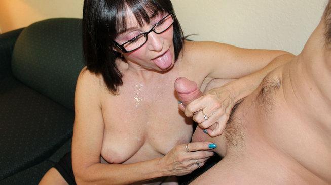jessica sexxxton sucks the cum from his cock