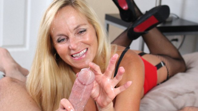 over40handjobs-dani-dare-plays-in-cum