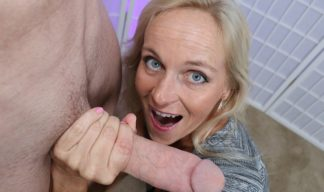 dani dare plays with huge cock on cumblastcity